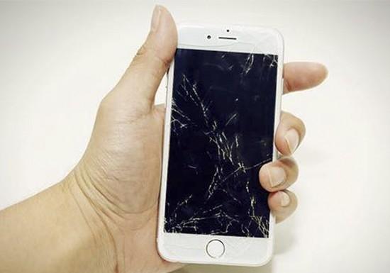 Помните, замена экрана на iPhone 6 на новый — лучшая альтернатива любой переклейке стекла!
